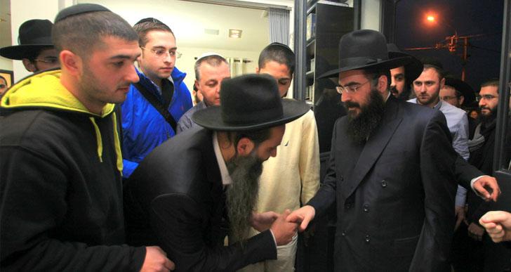 גלרית תמונות  / הגאון רבי שלמה פינטו  / בישיבה בתל אביב